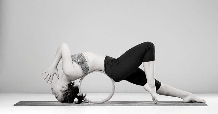 Comment utiliser une roue de Yoga en liège